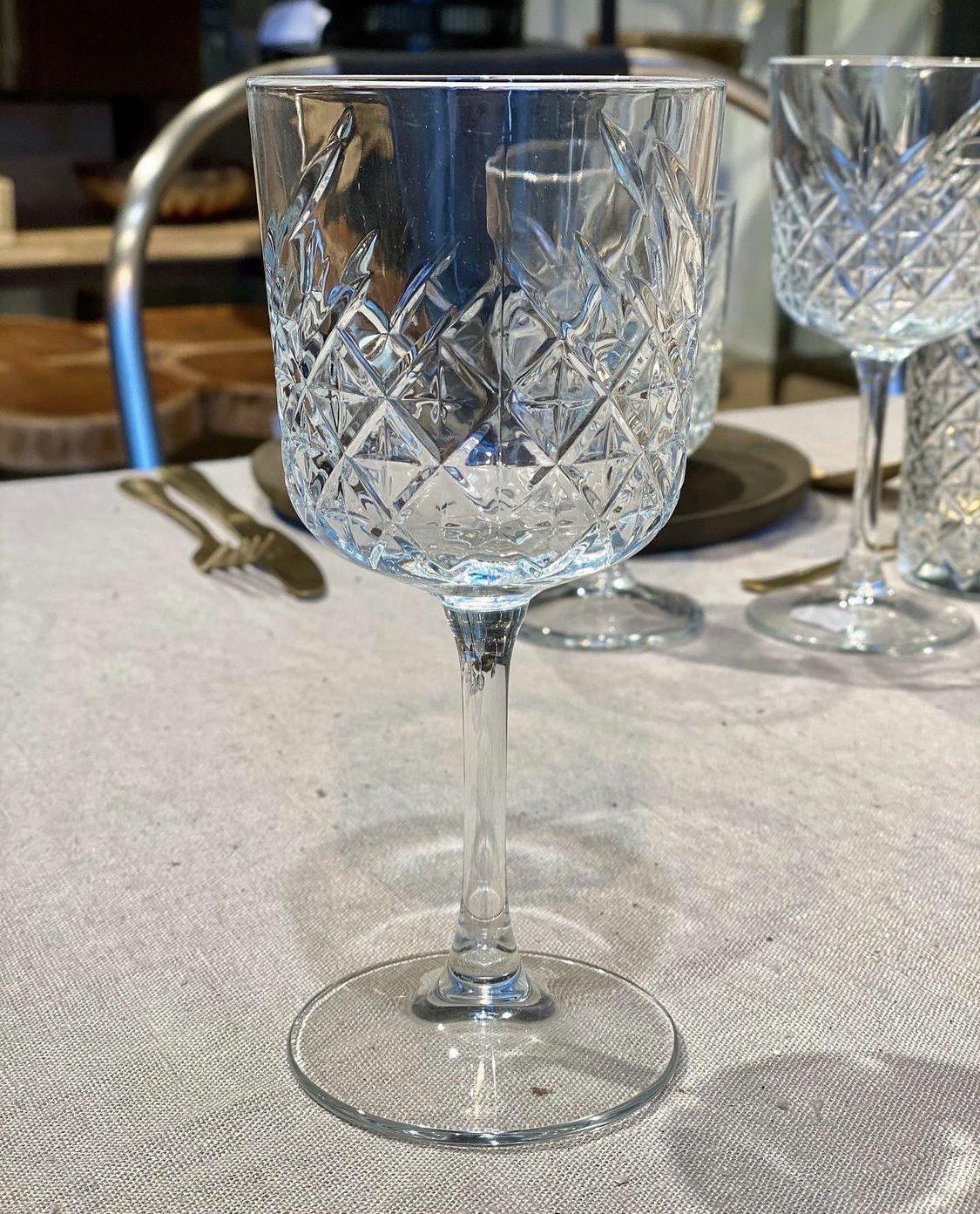 Christian den 8. rødvinsglas med halvfacetslebet kumme